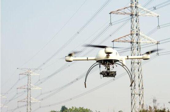 x8型号无人机,它机身采用碳纤维一体成型